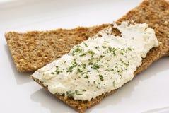 Crispbread z Serowym Rozszerzanie się Fotografia Stock