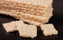 Crispbreads зерна изолированные на белой предпосылке Стоковые Фотографии RF