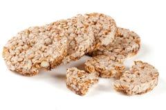 Crispbreads зерна изолированные на белой предпосылке Стоковая Фотография RF