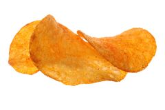 crisps Microplaquetas de batata isoladas no branco fotografia de stock royalty free