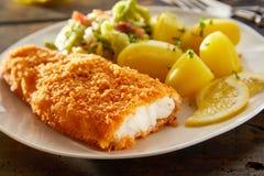 Crispy świeża breaded ryba z grulami fotografia royalty free