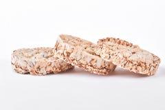 Crispy żywienioniowy chleb, biały tło obraz royalty free