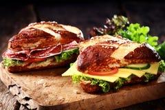Crispy brązu ługu świeżo piec chlebowe rolki Obraz Royalty Free