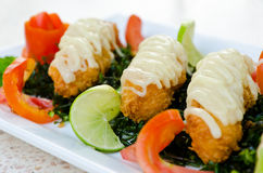 Crispy-fried shrimps with lime sauce Royalty Free Stock Photography