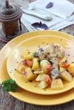 Crispy höna med potatisar Fotografering för Bildbyråer