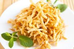 Crispy honungefterrätt - orientaliska sötsaker Arkivfoton