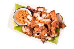 Crispy Pieczonej wieprzowiny brzuch, chińska kuchnia na białym tle fotografia royalty free