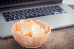 Crispy potato chips on wotk station Stock Images