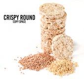 Crispy round żywienioniowy gryczany ryżowy sprawność fizyczna chleb odizolowywający na białym tle Jedzenie dla ciężar straty zdjęcia stock