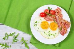 Crispy smażący bekon, Pogodna strona W górę jajek Zdjęcia Royalty Free