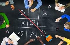 Концепция воссоздания отдыха креста Criss игры стратегии Tic-Tac-пальца ноги Стоковое фото RF