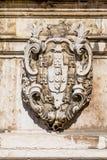 Crista de pedra antiga em Lisboa Foto de Stock