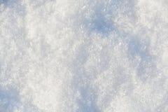 Cristais brancos dos flocos de neve Fotos de Stock Royalty Free