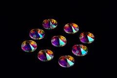 Cristais das pedras preciosas na forma de um círculo em um CCB preto Imagem de Stock Royalty Free