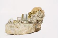 Cristais de Aquamarne no espécime da albite e do muscovite Fotos de Stock Royalty Free