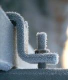 Cristais de gelo na porca e no parafuso congelados no inverno Imagens de Stock