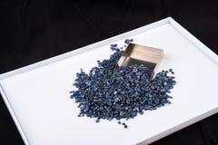 Cristais de safira azuis crus, sem cortes e ásperos Imagem de Stock Royalty Free
