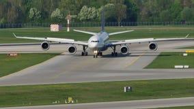 Cristal con cuatro motores en el aeropuerto de Munich