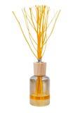 Cristal de botellas del aroma y palillos de madera Imágenes de archivo libres de regalías