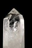 Cristal de cuarzo - backgro negro Imágenes de archivo libres de regalías