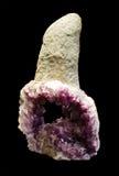 Cristal de cuarzo púrpura hermoso, amatista Imagen de archivo libre de regalías