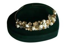 Cristal de la boda y diadema de la perla de la novia Foto de archivo libre de regalías