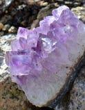 Cristal de la geoda de la amatista Imágenes de archivo libres de regalías