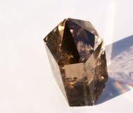 Cristal de quartzo fumarento em Sun Foto de Stock Royalty Free