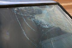 Cristal de una ventana quebrado Imagenes de archivo