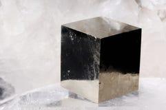 Cristal del cubo de la pirita Fotos de archivo