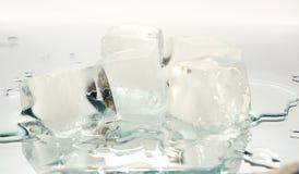 Cristal kub av is arkivbilder