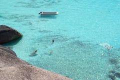 Cristal - l'eau claire de la mer d'Andaman Photographie stock libre de droits