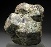 Cristal muy hermoso del granate del Almandine Fotos de archivo libres de regalías