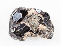 cristal negro áspero de la piedra preciosa de rubí sintético en diósido imagen de archivo libre de regalías
