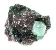 Cristal rugueux de pierre gemme de Beryl dans la roche d'isolement Photo libre de droits