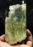Cristal verde enorme del Kunzite del Var Spodumene del hiddenite Foto de archivo