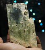 Cristal verde enorme del Kunzite del Var Spodumene del hiddenite Foto de archivo libre de regalías