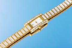 Cristal y reloj de oro Fotografía de archivo libre de regalías