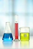 Cristalería de laboratorio en el vector Imagenes de archivo