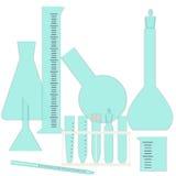 Cristalería para los experimentos químicos y biológicos Fotos de archivo