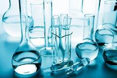 Cristalería de laboratorio química Fotos de archivo libres de regalías