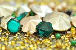 Cristales de cristal en diversos colores foto de archivo libre de regalías