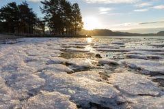 Cristales de hielo en la playa Imagen de archivo libre de regalías