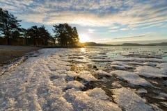 Cristales de hielo en la playa Foto de archivo libre de regalías