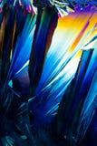 Cristales del ácido salicílico en luz polarizada imágenes de archivo libres de regalías