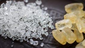 Cristales del azúcar blanco y marrón Imagen de archivo libre de regalías