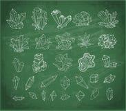 Cristales del bosquejo del garabato Colección de minerales en fondo de la pizarra libre illustration