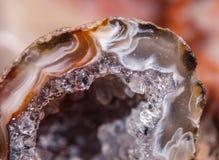 Cristales dentro de la geoda de la ágata imagen de archivo