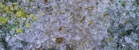 Cristales hermosos machacados del modelo de cristal en primer macro, una textura o fondo fotos de archivo libres de regalías
