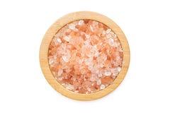 Cristales himalayan rosados de la sal aislados en blanco foto de archivo libre de regalías